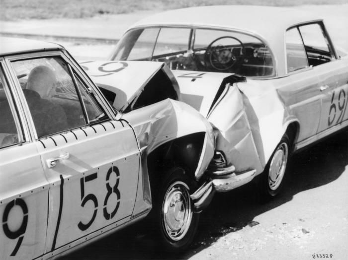 1959년 진행한 메르세데스-벤츠 최초의 충돌 테스트.