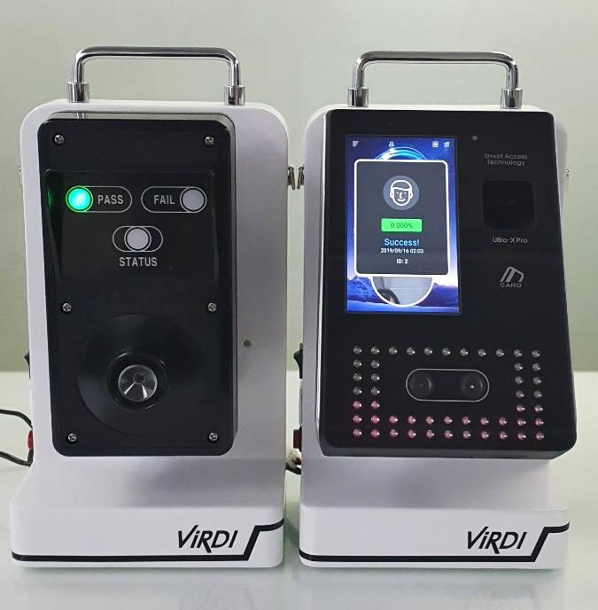 유니온커뮤니티가 바이오인증단말기(사진 오른쪽)와 음주측정단말기를 연계해 첫 출시한 음주측정시스템