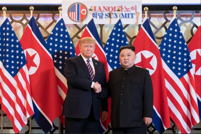 (왼쪽부터)트럼프 미국 대통령과 김정은 북한 국무위원장