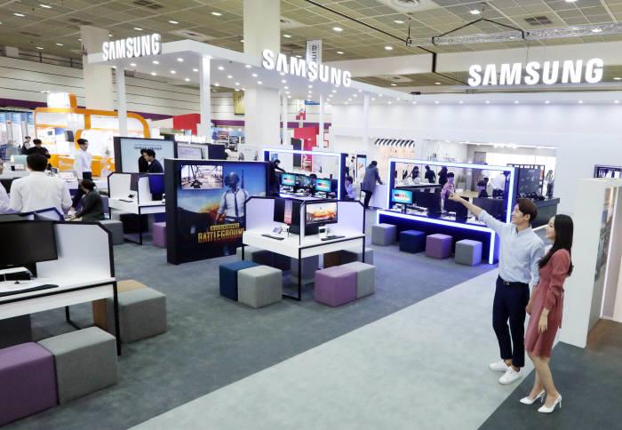 지난해 열린 KES 2018에 참가한 삼성전자 부스 전경