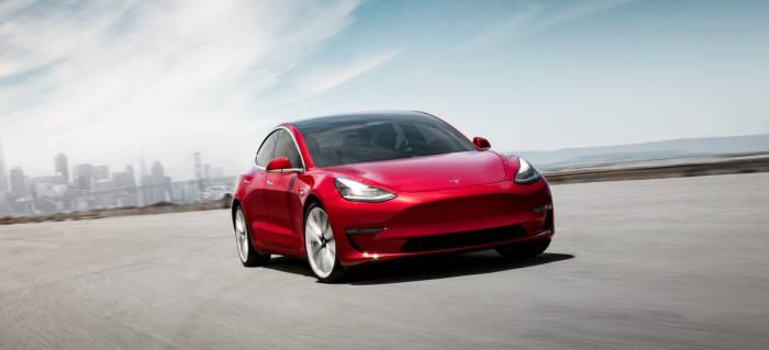 북미 전기차 시장에서 21개월째 판매량 1위를 차지한 테슬라 모델3.