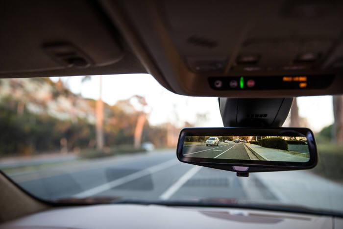 캐딜락 2019년형 XT5 리어 카메라 미러.