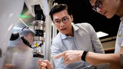 유레카 로보틱스, '예민한' 광학 제품 옮기는 로봇 개발