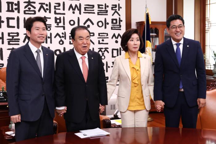 [이슈분석]조국 검찰개혁 어디로…국회는 여야 합의로 '2+2+2' 논의 시작