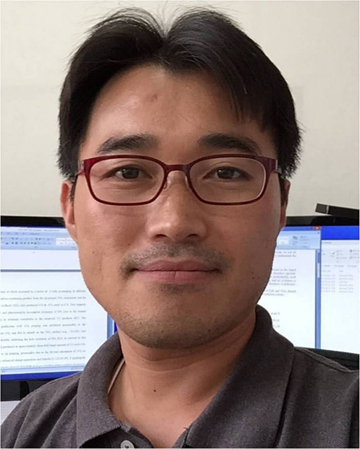 박현웅 경북대 에너지공학부 교수. 박 교수는 아르곤을 에어로 잘못 읽고 실험한 결과 뜻하지 않게 좋은 결과를 낸 것이 인공광합성 연구의 시작이었다고 회상했다.