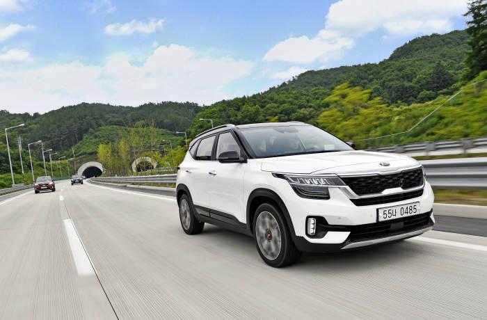 기아자동차 소형 SUV 셀토스. 내년 여름 전기차 버전이 나온다.