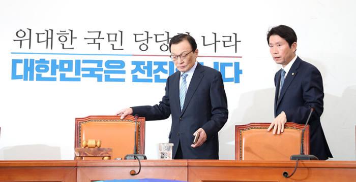 이해찬 더불어민주당 대표와 이인영 원내대표