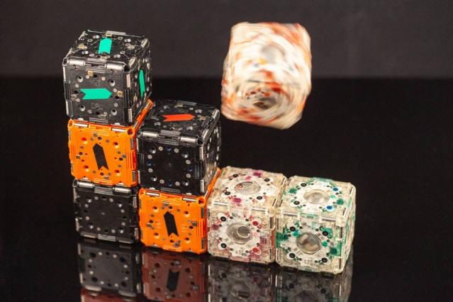 MIT 연구진이 개발한 큐브 모양 로봇 엠-블록. <사진=MIT>