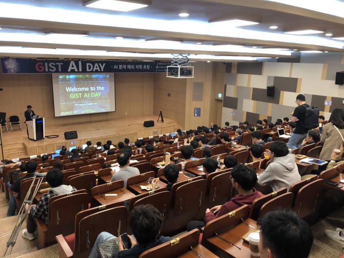 지스트 인공지능연구소가 최근 개최한 2019 지스트 AI Day 국제 컨퍼런스 모습.