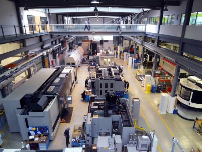 첨단 장비를 갖춘 영국 재제조산업 현장.