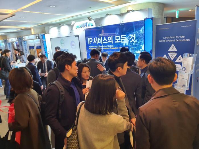 애니파이브는 14일 서울 그랜드 워커힐 서울에서 개최한 2019 한국지식재산협회(KINPA) 연례 콘퍼런스에 참석, 연차료 관리 서비스·IP아웃소싱 서비스 등을 첫 공개했다.