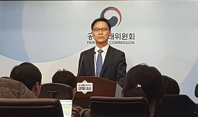 송상민 공정거래위원회 시장감시국장이 18일 정부세종청사에서 ICT전담팀 관련 브리핑을 진행하고 있다.