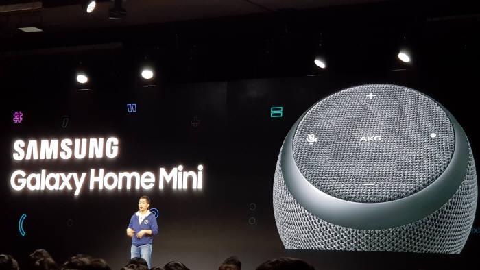 이지수 삼성전자 무선사업부 AI팀 상무가 AI 스피커 갤럭시 홈 미니를 소개했다.