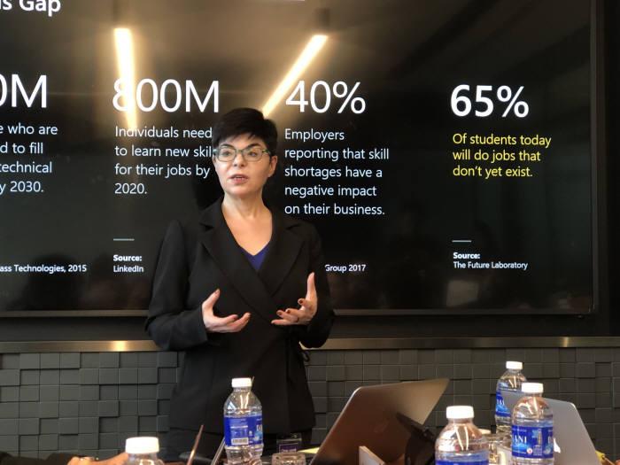 다이애나 켈리(Diana Kelley) 마이크로소프 사이버보안 최고기술책임자(Cybersecurity CTO)가 IoT보안을 강조하고 있다.