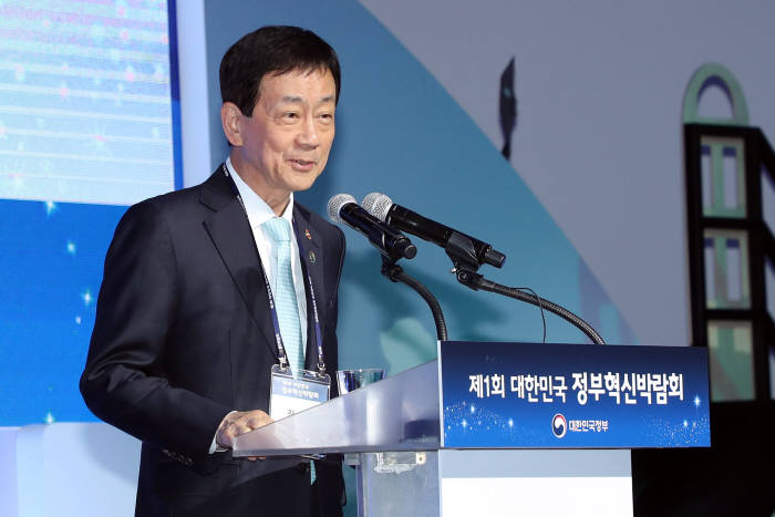 진영 행정안전부 장관이 22일 서울 동대문디지털프라자(DDP)에서 열린 제1회 대한민국 정부혁신 박람회에서 인사말을 하고 있다. 행안부 제공