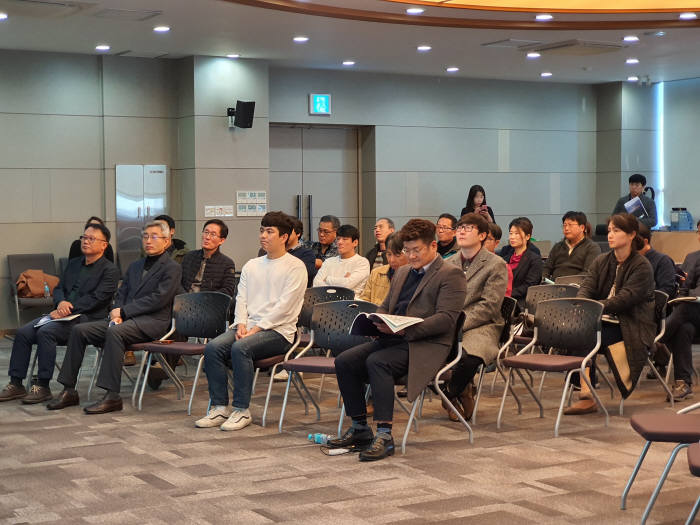 한국탄소융합기술원은 22일 전자부품연구원과 공동으로 기술사업화 애로사항을 해결할 수 있도록 돕기 위한 기술교류회를 개최했다.