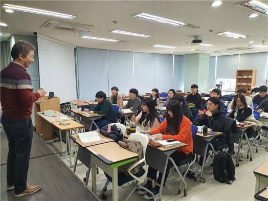 서울 구로구에 있는 KTL 전문기술교육센터에서 품질관리 전문인력 양성과정 수업을 하고 있다.