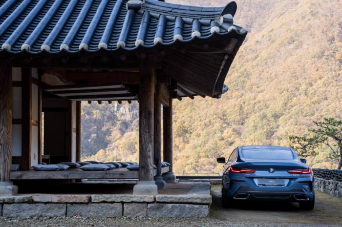 BMW 뉴 8시리즈 후면.