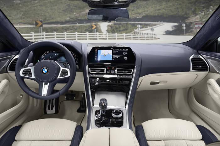 BMW 뉴 8시리즈 실내.