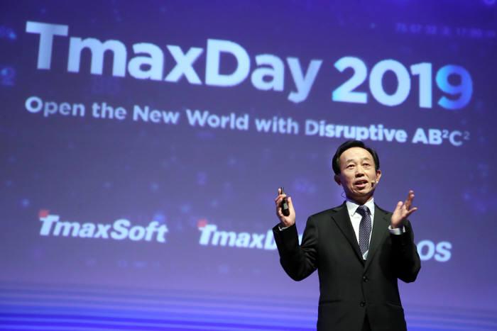 박대연 티맥스 회장이 서울 삼성동 코엑스에서 열린 티맥스데이 2019에서 티맥스가 파괴적 혁신기술로 열어갈 새로운 세상에 대해 설명하고 있다. 티맥스 제공