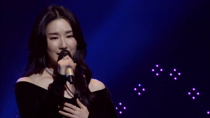 2018 청소년 트로트 가요제에 축하공연 장면. 가수 리아킴.