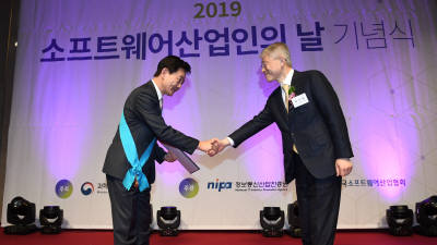 금탑산업훈장을 수상한 조현정 비트컴퓨터 회장