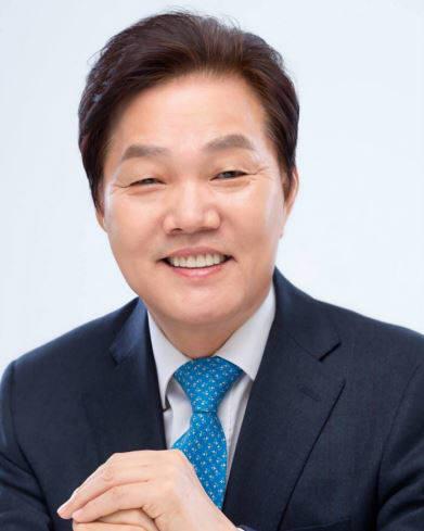 신임 사무총장으로 임명된 박완수 자유한국당 의원