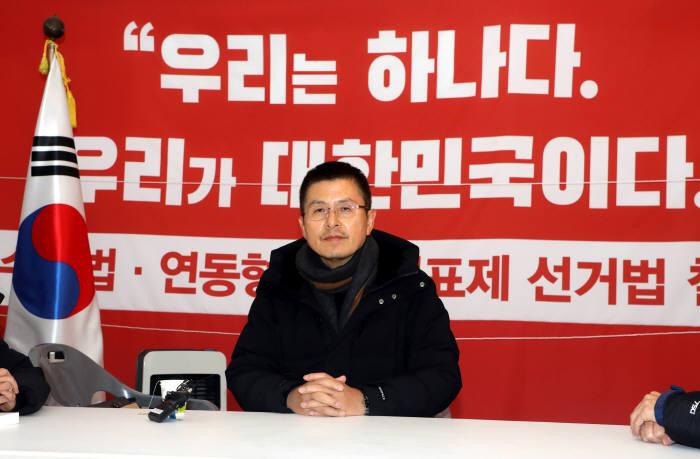 """황교안 """"나경원 원내대표 임기 연장 불허, 원칙대로"""""""