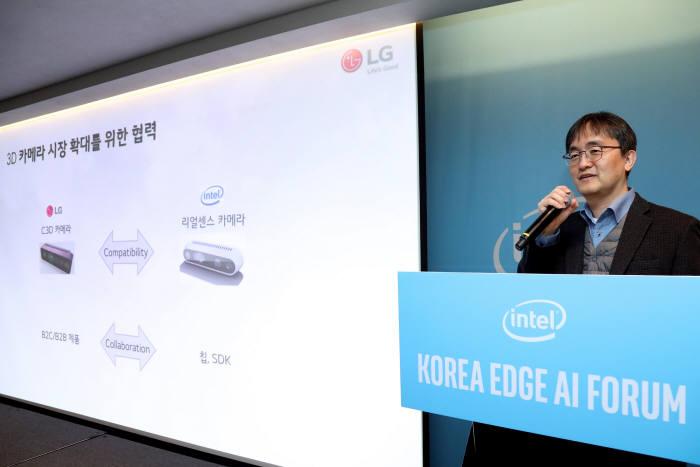 지석만 LG전자 상무가 4일 인터컨티넨탈 서울 코엑스에서 코리아 에지 AI 포럼에서 기조연설을 하고 있다. (사진=인텔코리아)