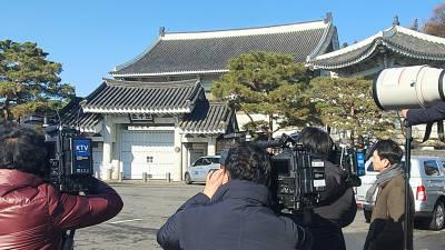 """검찰, '유재수 감찰 무마 의혹' 靑 비서실 압수수색…靑 """"성실 협조했으나 유감"""