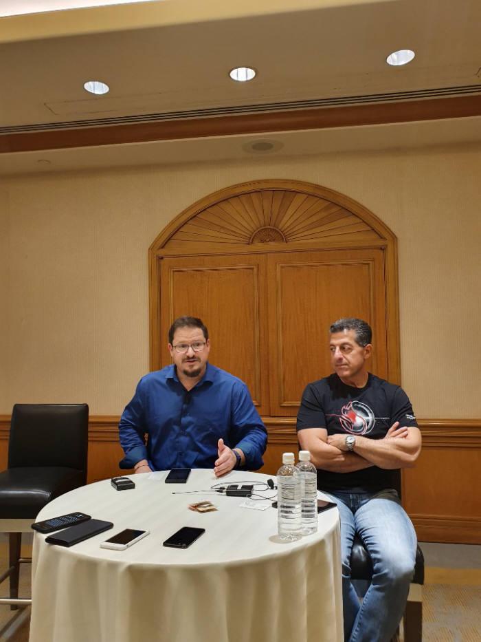 크리스티아노 아몬 퀄컴 사장(왼쪽)과 알렉스 카투지안 퀄컴 수석 부사장이 퀄컴 써밋 2019에서 기자들의 질문에 답하고 있다.