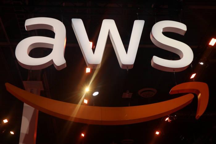 AWS 리인벤트 2019 엑스포 내 아마존웹서비스(AWS) 로고. 박종진기자 trurh@