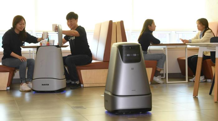 네이버랩스, AI 실내자율주행로봇 사내에서 실험 중