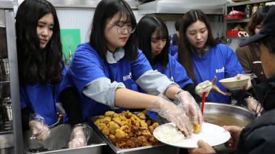 bhc치킨 '해바라기 봉사단', 노숙인 무료 급식 봉사 진행