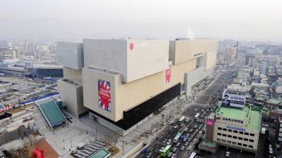 오픈 3주년 '대구신세계' 지역 소비지형 바꿔...동대구역 상권에 활기