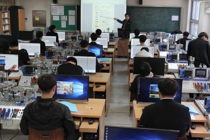 대중금속고등학교 수업장면