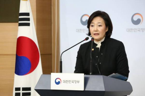 박영선 중소벤처기업부 장관이 10일 서울정부청사에서 11번째 유니콘 기업 탄생 관련 브리핑을 하고 있다.