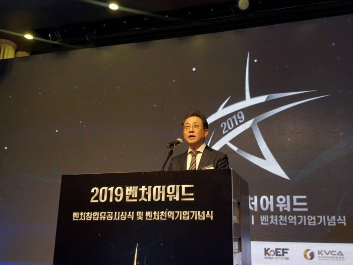 안건준 벤처기업협회장 개회사를 시작으로 벤처창업유공 시상식 및 벤처천억기업 기념식이 열렸다.
