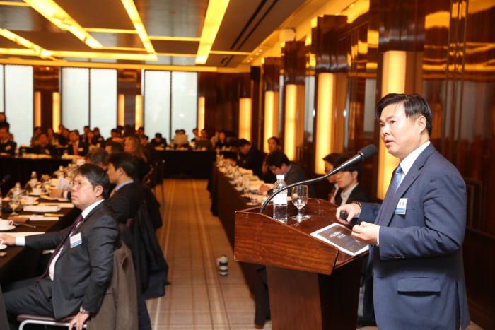 한국공학한림원은 13일 서울 소공동 웨스틴조선에서 제2회 지식재산 전략협의회를 개최했다. 목성호 특허청 국장이 한국형 디스커버리제도 추진 방향에 대해 설명하고 있다.