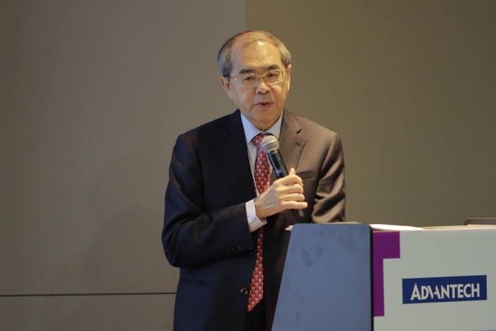 케이씨 리우 어드밴텍 회장이 2020년 매출 20억달러를 달성하겠다고 선언했다.