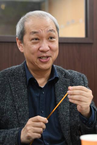 문승현 서남 대표가 자사 초전도 케이블을 소개하고 있다.