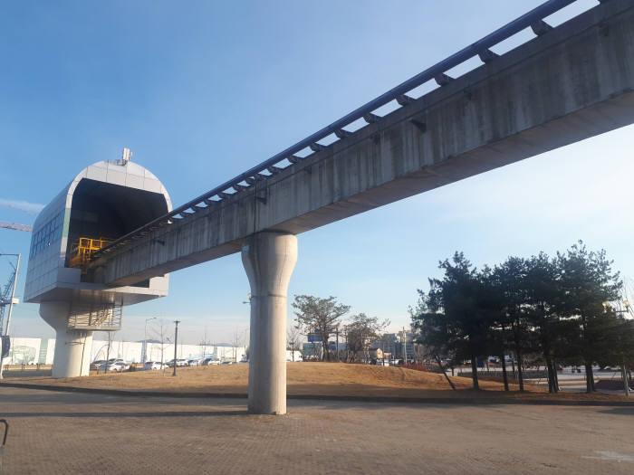 국립중앙과학관 내 자기부상열차 노선 종점. 당초 이 뒤로 550m 구간이 추가 조성돼 있었으나, 엑스포 과학공원 재창조 여파로 잘려나갔다.