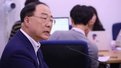 """홍남기 """"내년 2.4%라도 정상성장률 못 미친다"""""""