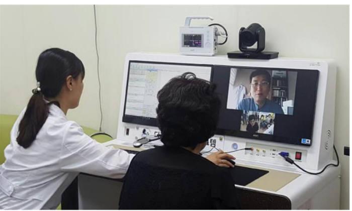 장애인 복지관에서 원격의료 시스템을 이용해 경증장애인 만성질환관리를 하고 있다.(자료: 보건복지부)