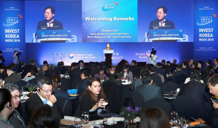 김창규 산업부 신통상질서전략실장이 6일 서울 그랜드인터컨티넨탈호텔에서 열린 2018 외국인투자주간 개막식에서 인사말을 하고 있다.