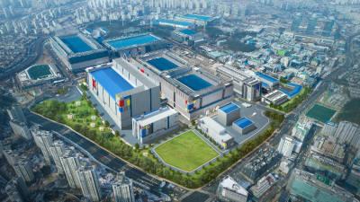 """삼성 반도체 공장, 정전으로 '1분' 멈춰…""""피해 규모는 수십억 수준"""""""