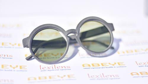 에이비아이가 선보인 난독증을 위한 독서 보조안경 렉시렌즈 (사진=CES 2020)