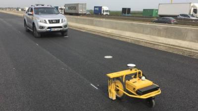 고속도로 차선 표시 공사에 로봇 활용
