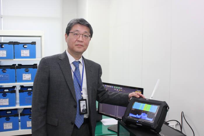 권대환 이노인스트루먼트 대표가 스펙트럼분석기 5G스마트를 소개하고 있다.