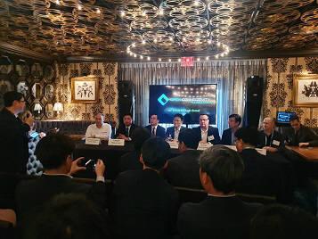 변우석 코맥스 대표(왼쪽에서 두번째), 김병훈 LG전자 전무(왼쪽에서 네번째), 이효건 삼성전자 부사장(오른쪽에서 세번째)이 간담회에 참석했다. 이영호기자youngtiger@etnews.com